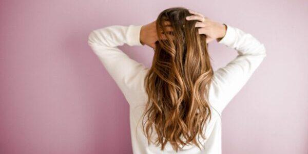 髪のキレイな女性