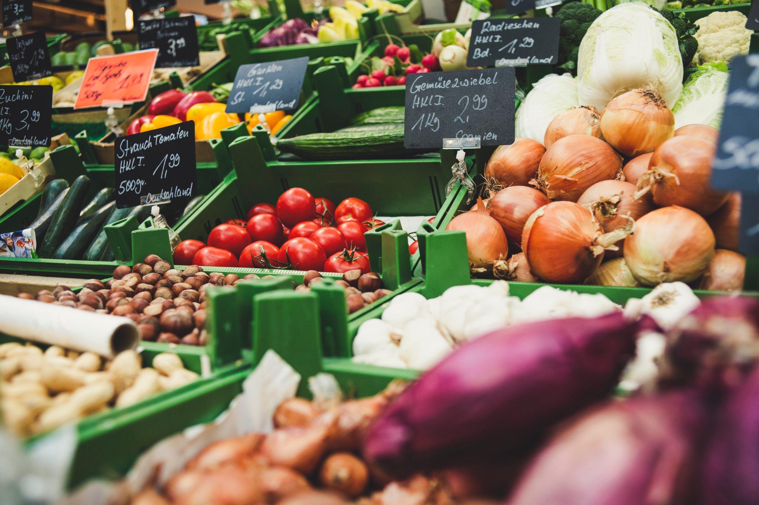スーパーの野菜売り場