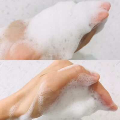 HANAオーガニックの洗顔ピュアリクレイを泡立てたところ