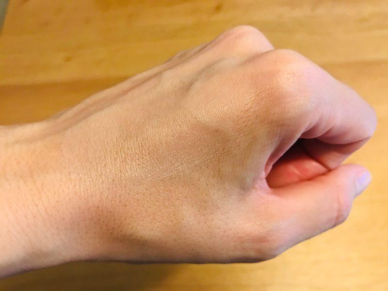 HANAオーガニックお試しセットのUV乳液の色の違い