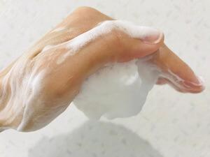 うるおいファクター洗顔石鹸 泡立てたところを逆さにしてみた